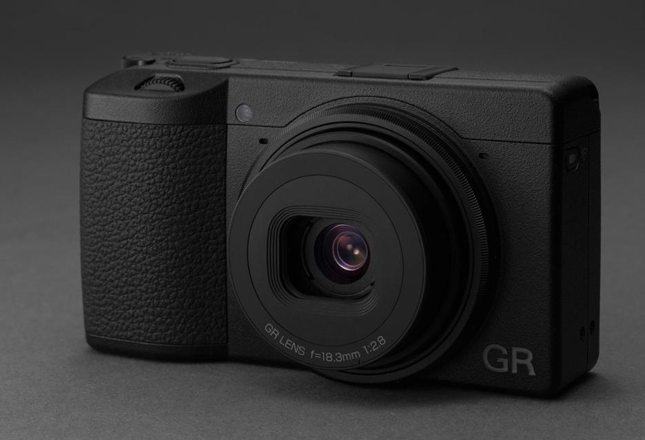 Kompakt Ricoh GR III - rozmiar w walce ze smartfonami niejedno ma imię