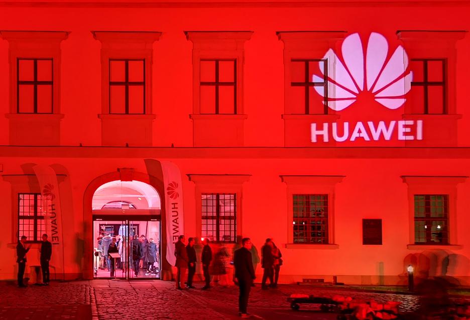 Huawei pręży muskuły przed premierą smartfonów z serii P30