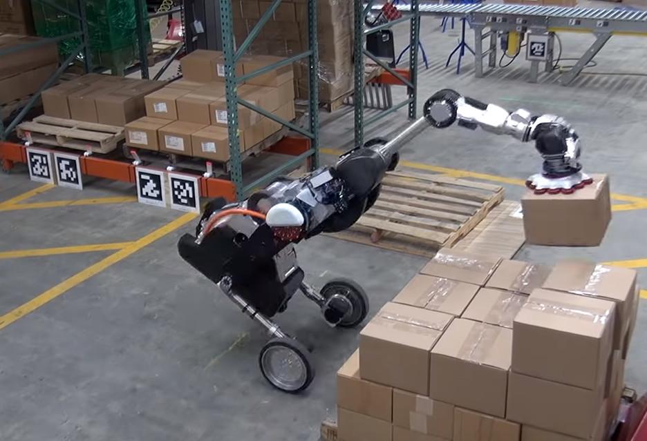 Imponujący robot-magazynier w akcji