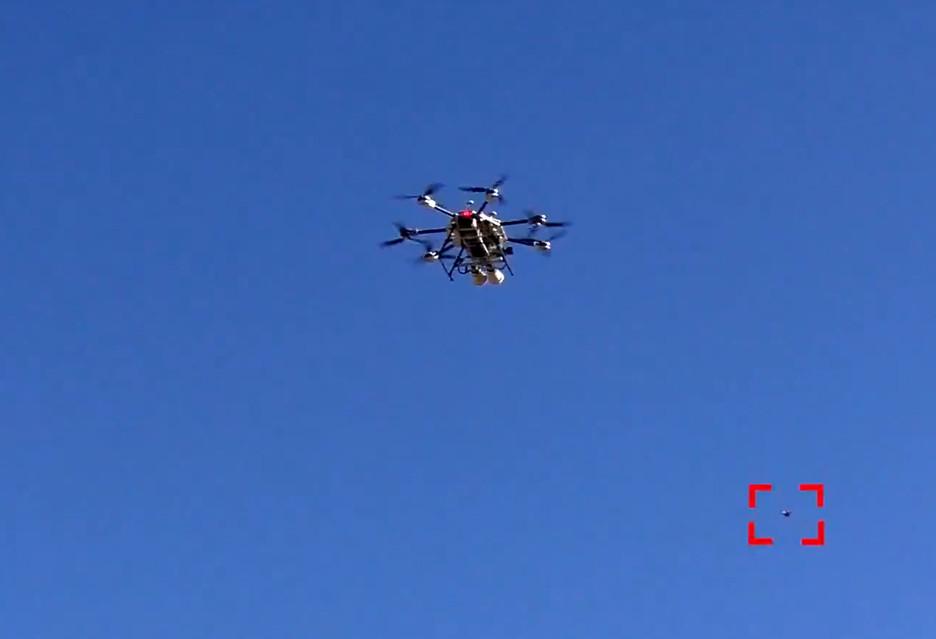 DroneHunter X3 - zobacz łowcę dronów w akcji