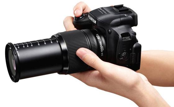 Fujifilm SX50EXR w dłoni