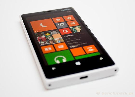 Nokia Lumia 920 widok bok ekran