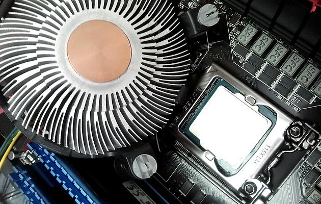 wyczyszczony procesor ze starej pasy