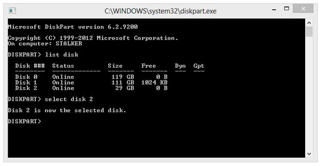"""Wybieramy powyższy nośnik, wpisując polecenie """"select disk 2"""", gdzie numer 2 odpowiada numerowi przypisanemu do wybranego nośnika USB."""