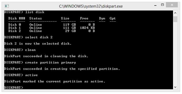 """Komendą """"active"""" oznaczamy partycję jako aktywną. Informujemy tym samym BIOS lub EFI, że jest to prawidłowa partycja rozpoznawana przez system."""