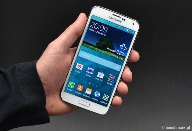 Samsung Galaxy S5 w ręce