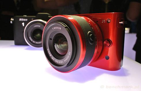 Nikon 1 J1 czerwony