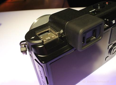 Nikon 1 V1 złącze lampy