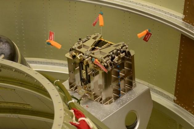 Heweliusz w wyrzutniku przymocowany do struktury rakiety