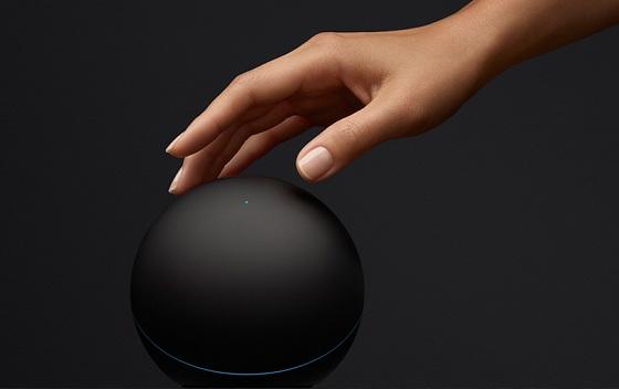 google nexus q odtwarzacz społecznościowy widok z bliska czarne tło dłoń