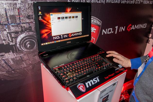 MSI GT80 Titan dłoń