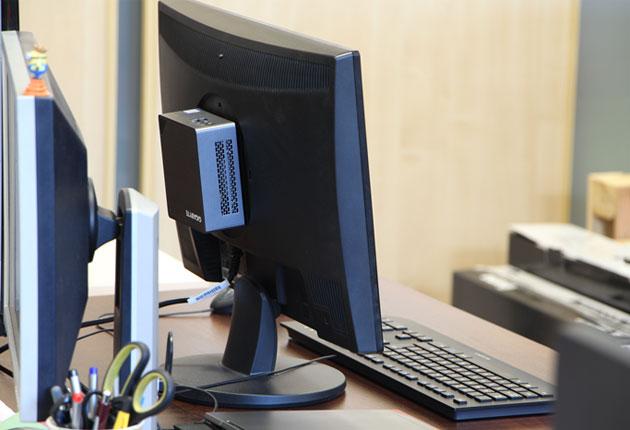 Komputer biurowy mini PC montowany na VESA
