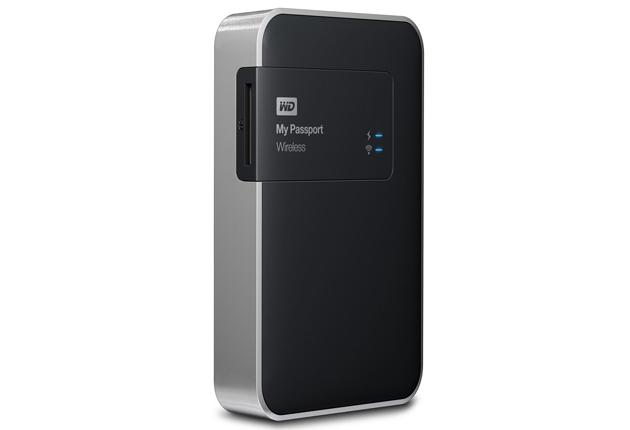 WD My Passport Wireless 2TB na stojąco