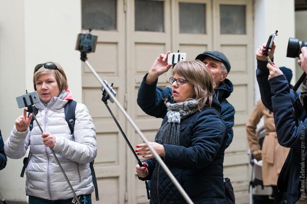 Fotografujący smartfony - selfiestick