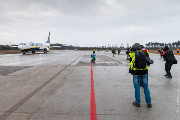 Fotospacer płyta lotniska Modlin