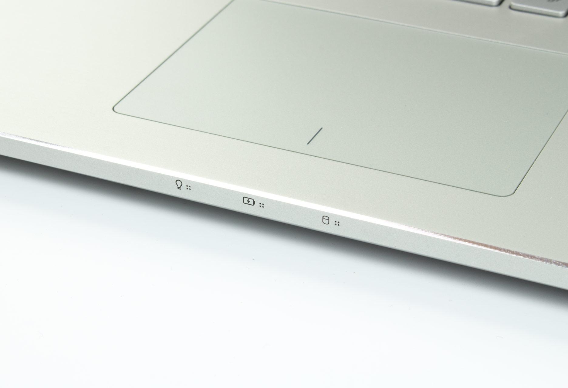 Asus Zenbook Pro UX501 diody informacyjne