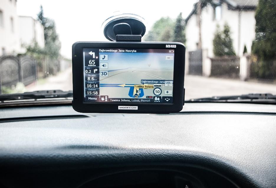 MODECOM FreeWAY MX4HD w samochodzie