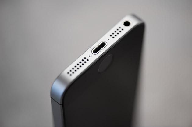 iPhone SE - wyjście słuchawkowe 3,5 mm