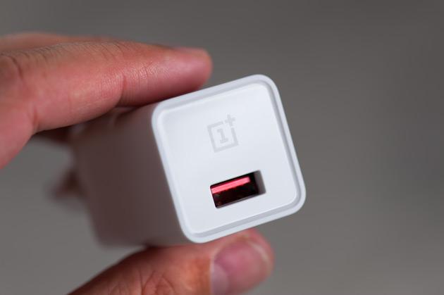 OnePlus 3 - szybka ładowarka 4A