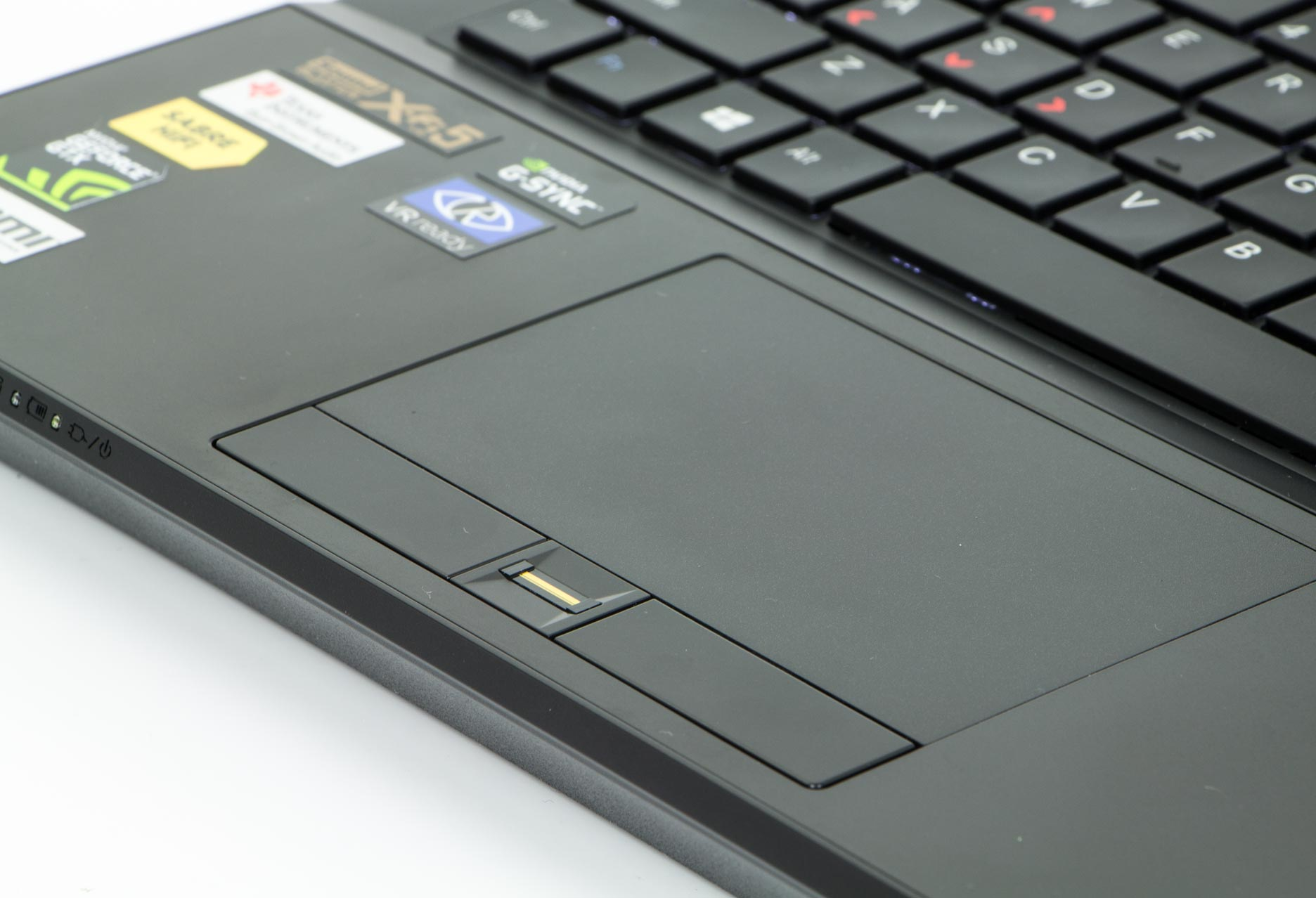 Dream Machines G1070-15PL12 touchpad