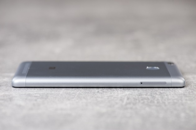 Xiaomi Redmi 3S prawa krawędź