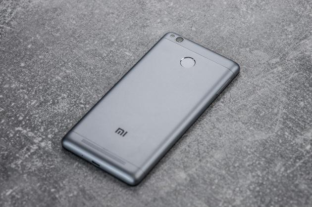 Xiaomi Redmi 3S tył pod kątem