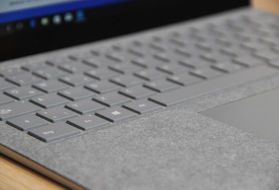 surface laptop klawiatura alcantara