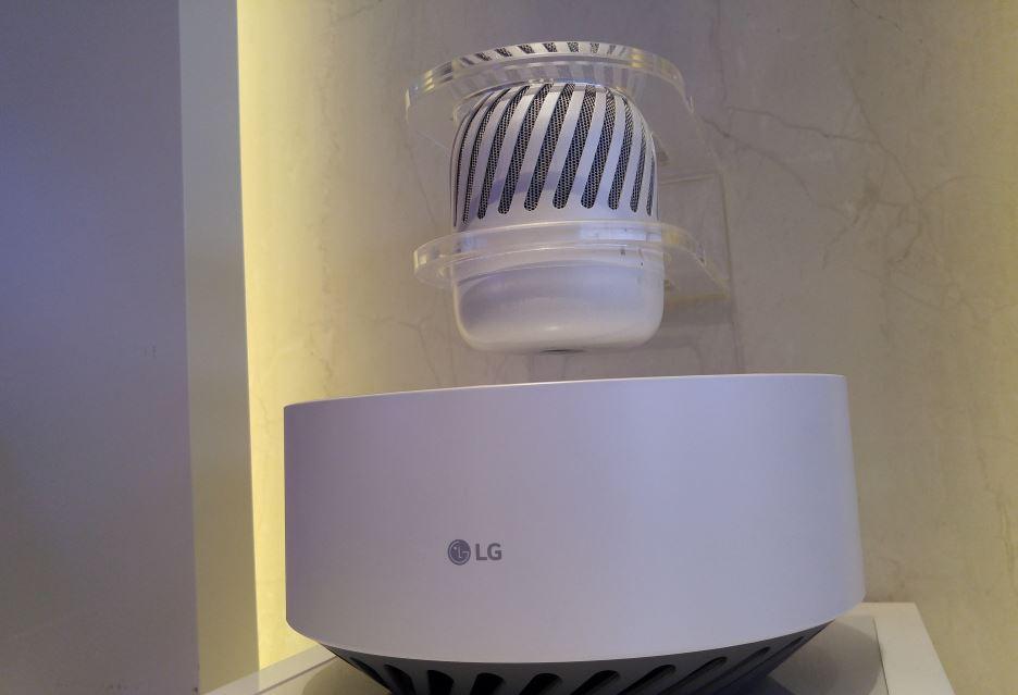 lewitujący głośnik LG