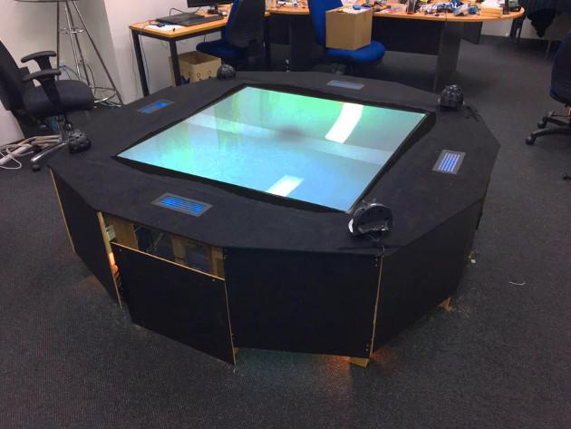 Euclideon stół holo