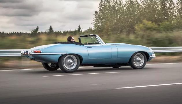 Jaguar E-type Zero bok