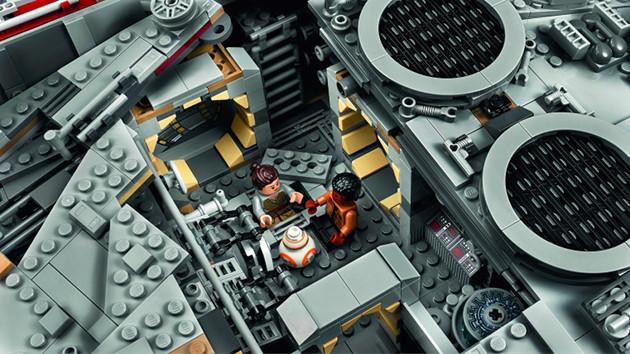 LEGO Sokół Millenium wnętrze