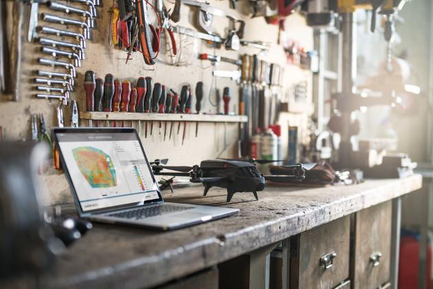 Parrot Bluegrass dron wygląd warsztat