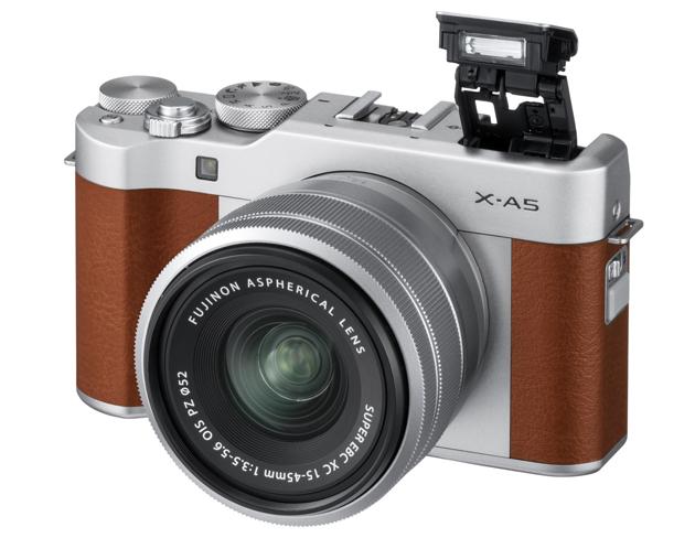 Fujifilm X-A5 widok przód bok obiektyw lampa