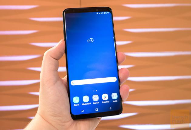 Samsung Galaxy S9+ w dłoni