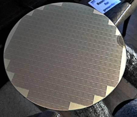 Micron - wafel z pamięciami QLC NAND