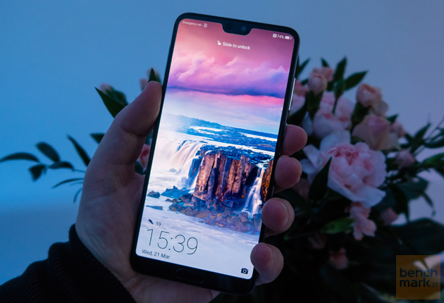 Huawei P20 Pro w dłoni