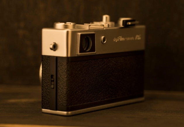 Yashica digiFilm Y35 tył bok