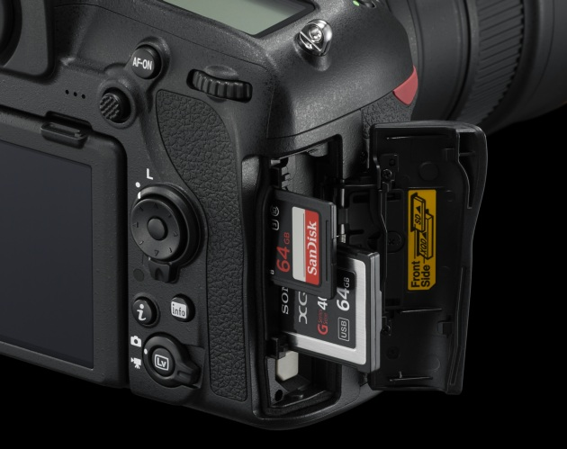 Nikon D850 sloty