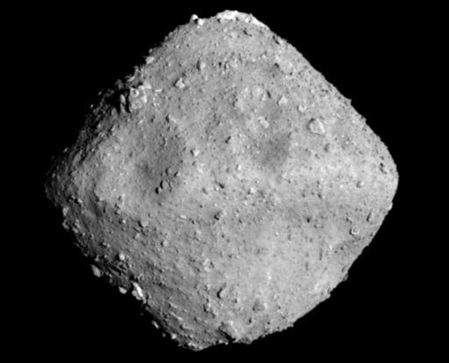 Asteroida 162173 Ryugu z odległości 40 km