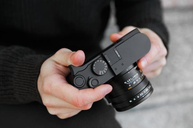 Leica Q2 dłonie