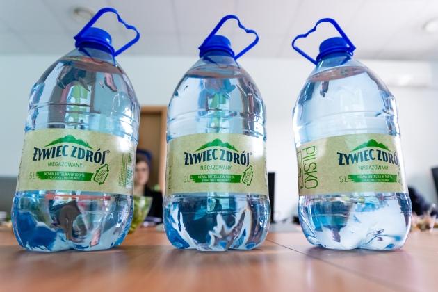 Butelki Żywiec Zdrój z recyclingu
