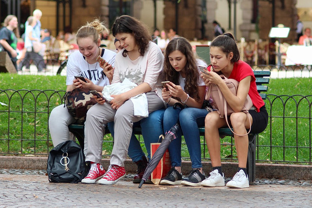 tech uzależnienie smartfony