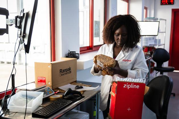 UPS dron Ghana paczka