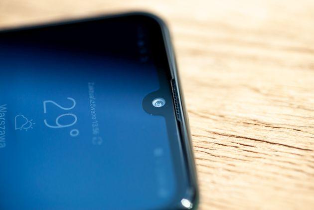 LG Q60 przedni aparat