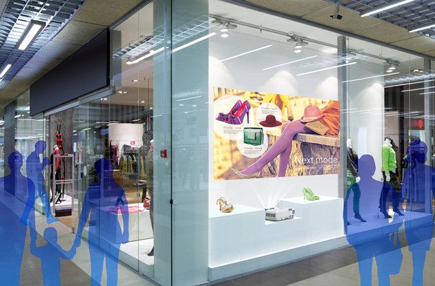 projektor Epson UST na wystawie w sklepie