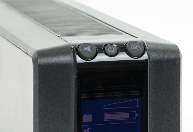 APC Back-UPS 550 przyciski na obudowie