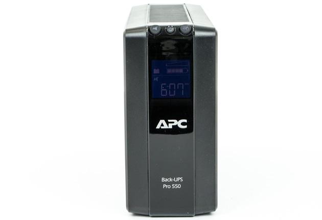 APC Back-UPS Pro 550 widok od przodu