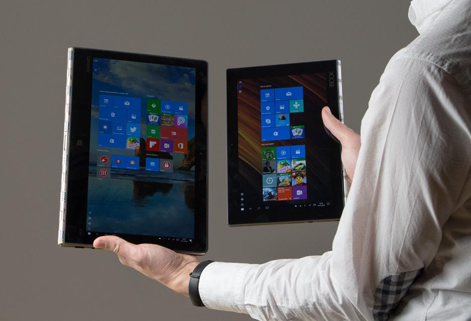 Lenovo Yoga Book i Lenovo Yoga 900s w ręce
