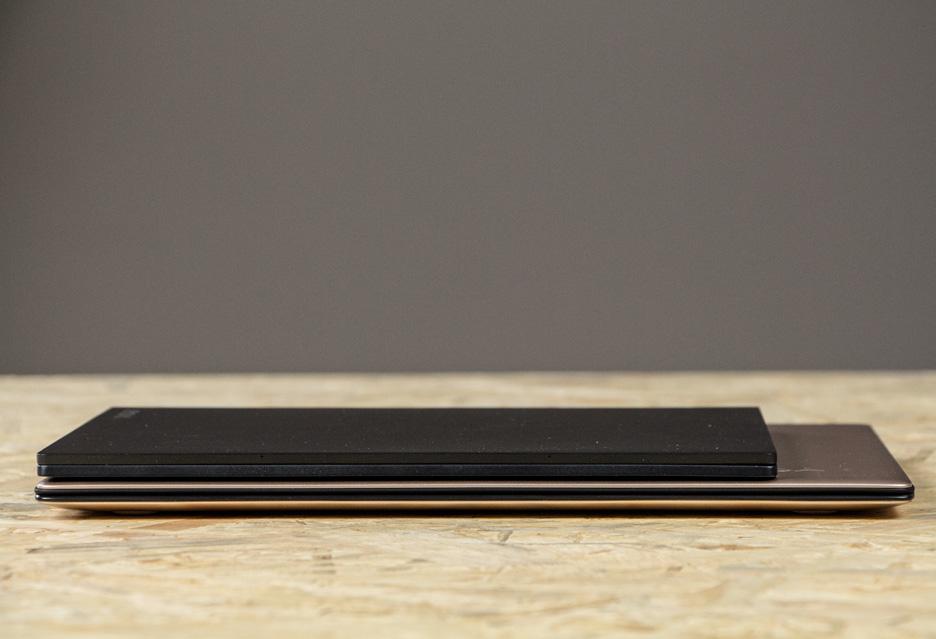 Lenovo Yoga Book i Lenovo Yoga 900s zamknięte