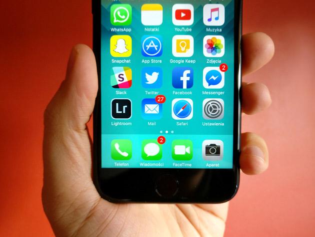 SMS vs komunikatory internetowe